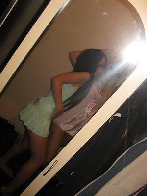 Fransisca from Milwaukee, Wisconsin is looking for adult webcam chat